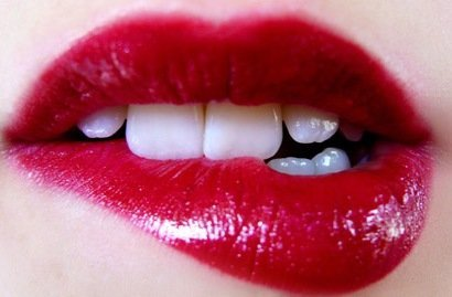 Treating swollen lips at home: all cases from allergy to bites and