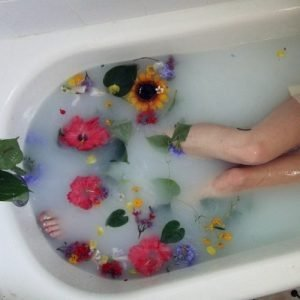 Bathes with essential oils