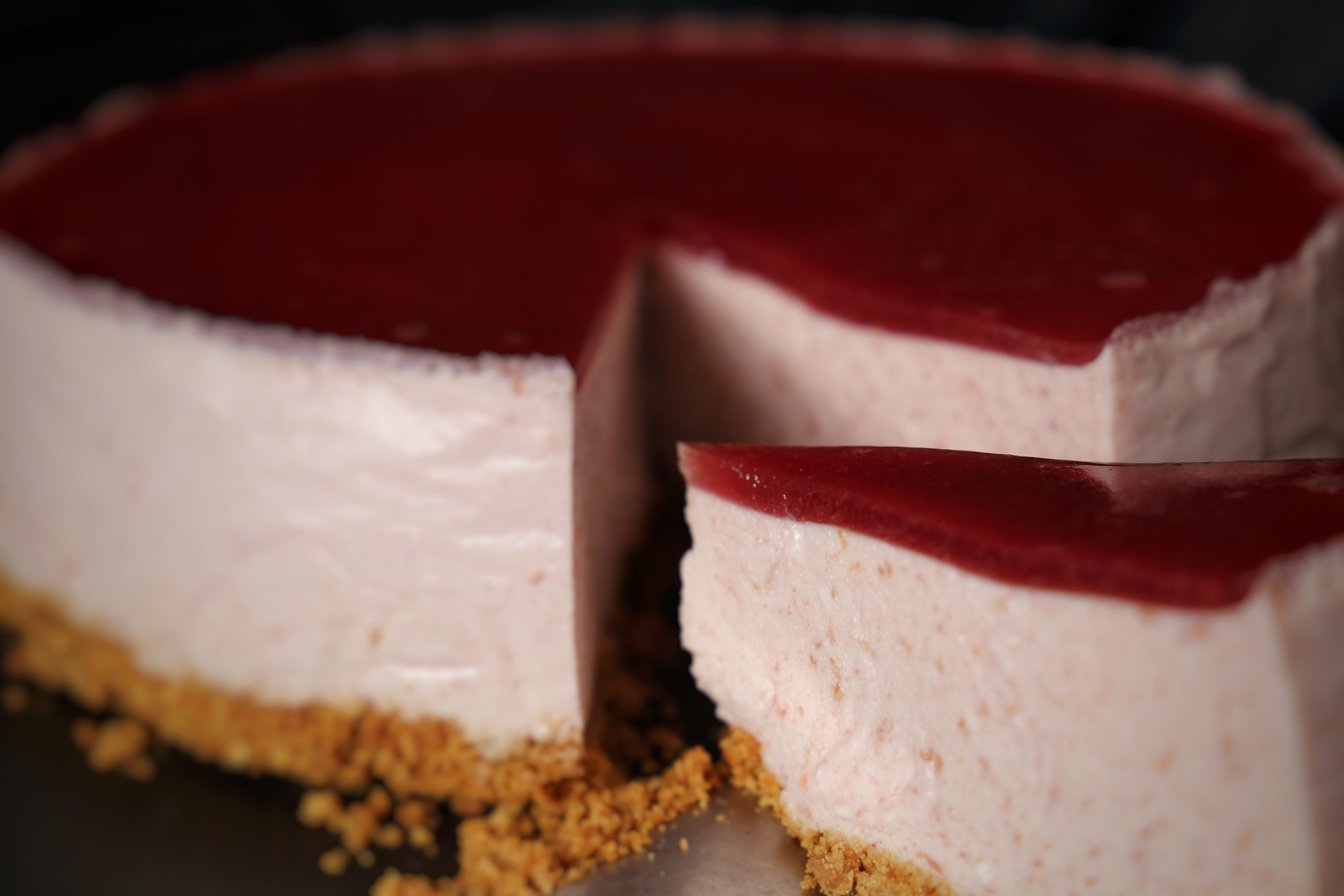 Cheesecakes with plums