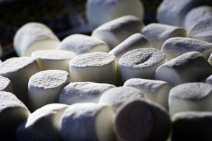 1200px-White_Marshmallows[1]